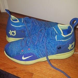 Sz 7-Boys/Mens -Nike KDs